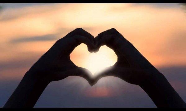 Vídeo com mensagem de amizade forte. Amizade verdadeira permanece no coração!