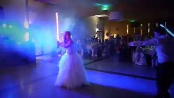 Valsa de casamento com tema de Star Wars, os geeks que estão noivos vão pirar!