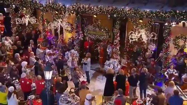 A festa de Natal mais alegre de todos os tempos, veja que animação!
