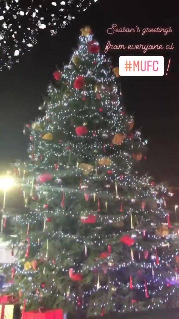 Imagem de árvore de Natal que fica perfeito para postar no Facebook!