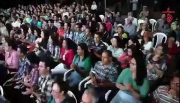 Comunidade reunida no interior para louvar ao Senhor, confira!