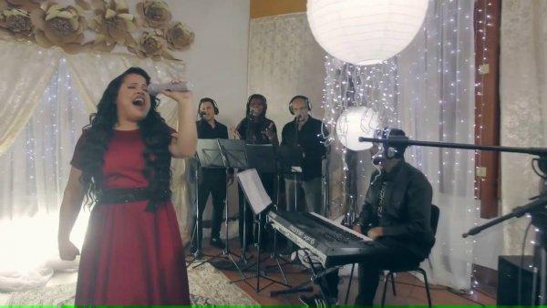 Vídeo com pedacinho da musica Cheiro de vitória da cantora Cassiane!!!