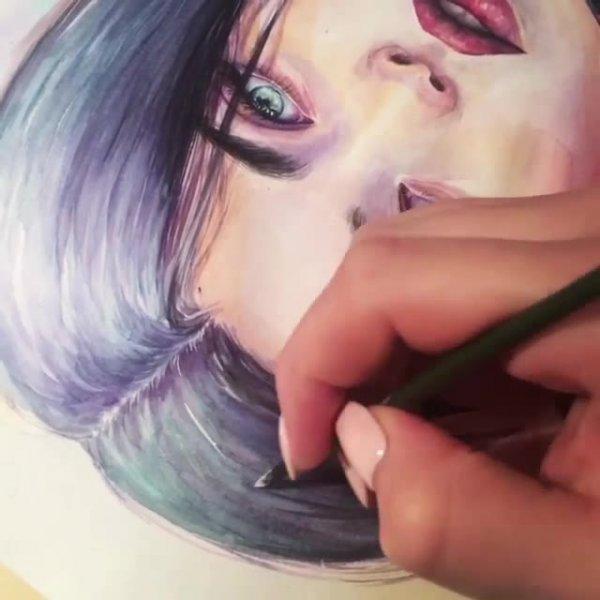 Desenhista dando últimos retoques em sua arte, simplesmente fabuloso!!!