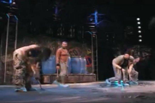 Teatro e musica com desentupidor de pia, veja que legal o resultado!