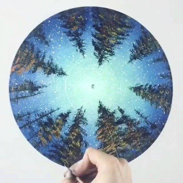 Vídeo mostrando a arte de transformar um disco de vinil em uma obra de arte!!!