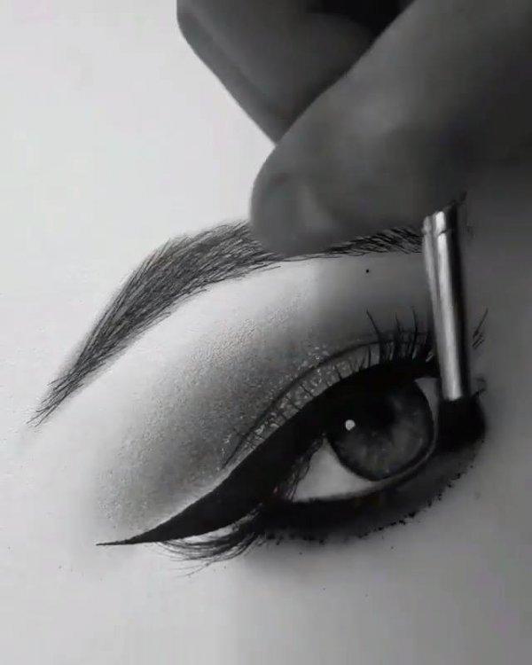 Vídeo mostrando desenhista pintando um olho, veja que lindo!!!