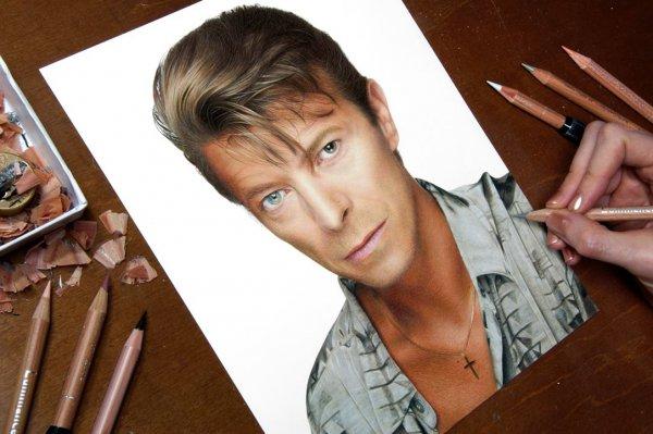 Vídeo mostrando desenho de David Bowie, um grande musico que faleceu em 2016!!!