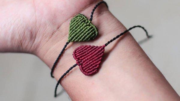 Aprendendo a fazer uma pulseirinha de amor ou de amizade!