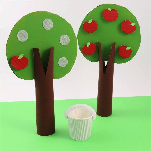 Artesanato de arvorezinha com maçãs com velcro para crianças brincarem!!!