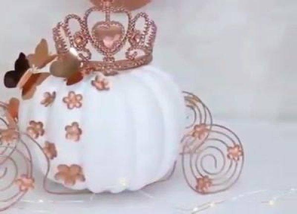 Artesanato de enfeites temáticos para festas de aniversários, feitos com abobora