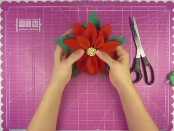 Artesanato de flor natalina para decoração, vale a pena conferir!!!