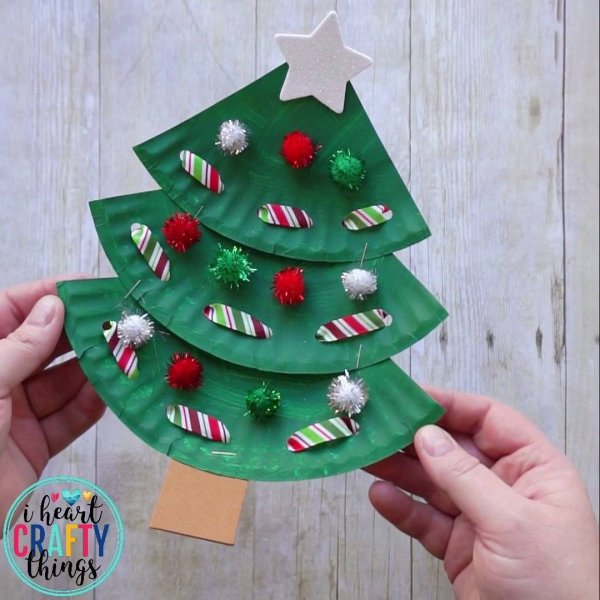 Arvores de natal para enfeitar feitas de pratinhos de papelão!!!