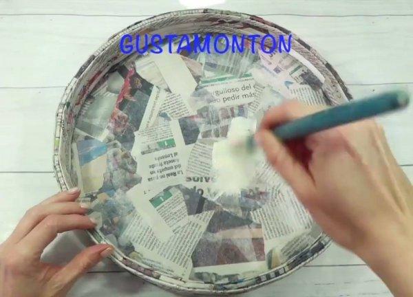 Bandeja Emoticons, feita com papelão, cola, jornal e tinta!