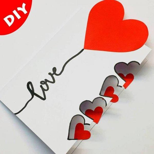 Cartão artesanal para o dia dos namorados com corações, confira!