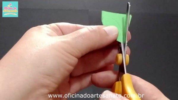 Cartão com flor, olha só que charme este tutorial de carão para o dia das mães!