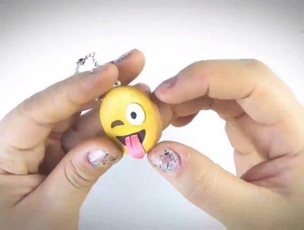 Chaveiros de Emoticons feito de biscuit, olha só que perfeição estas carinhas!