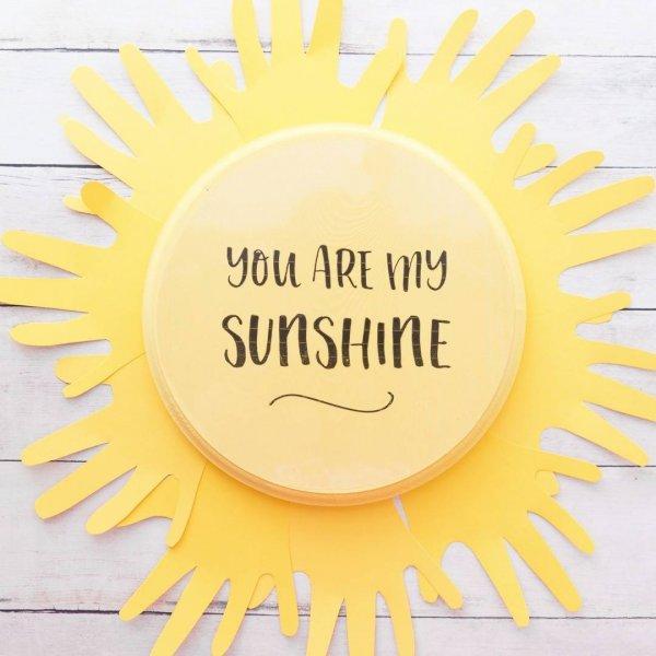 Como fazer um enfeite de sol com modelo da mão de seu filho!