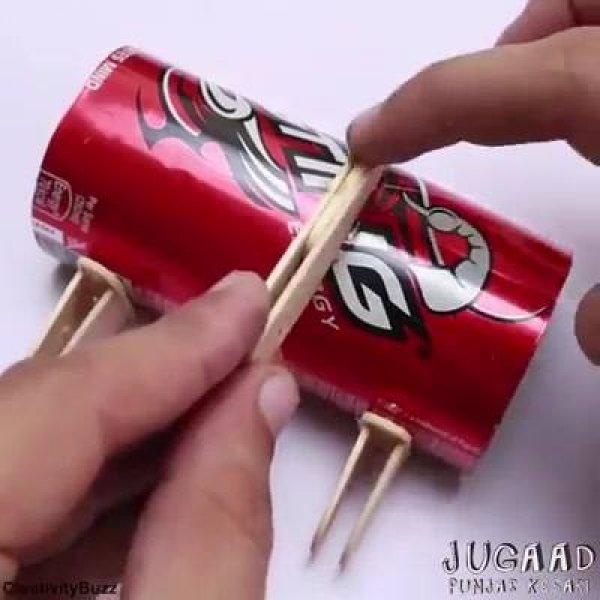 Criando um trator de papelão que mexe de verdade, com a ajuda da engenharia!
