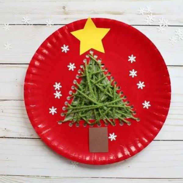 Enfeite de natal feito com prato de papelão,lã, tinta e muita criatividade!!!