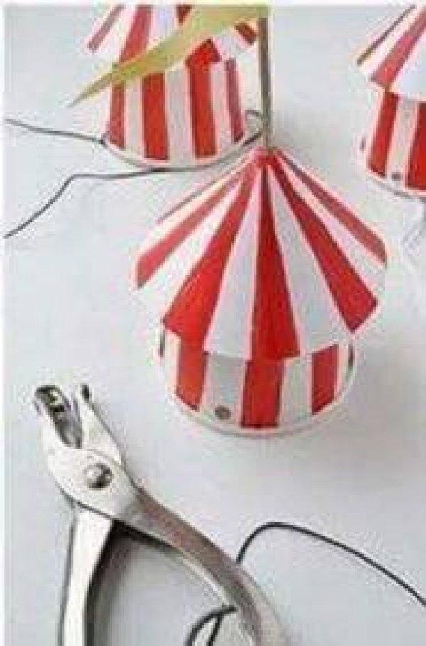 Mini circos para enfeitar aniversario, serve até como sacolinha surpresa!