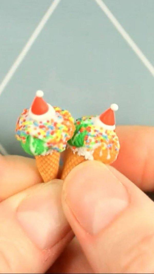 Miniatura de sorvete feito de biscuit, olha só que trabalho encantador!!!