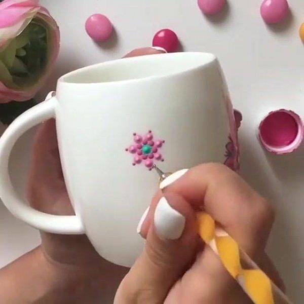 Pintura em caneca de porcelana, fica muito lindo o resultado!