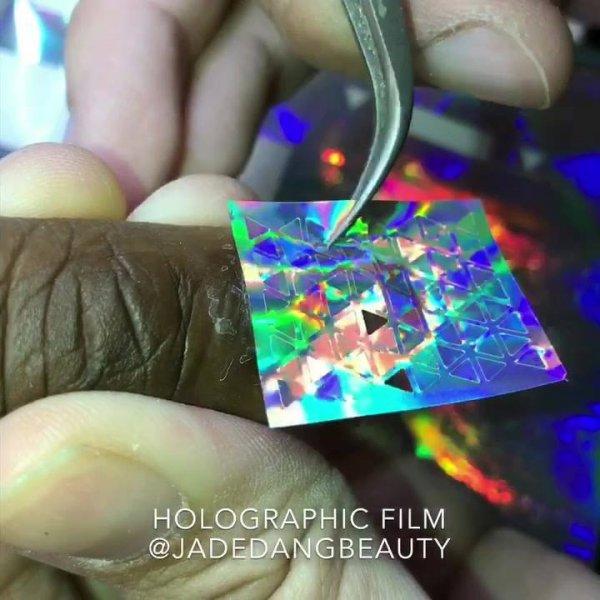 Aplicação de papel holográfico furta cor, veja que efeito maravilhoso!!!