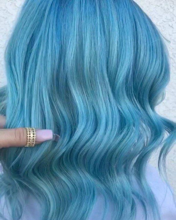 Cabelo azul turquesa, uma cor que conquista as mulheres!