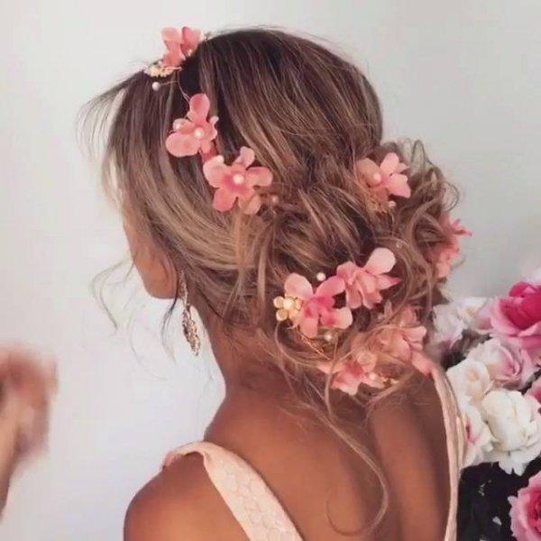 Coque solto com flores artificiais,perfeito para eventos campais!!!!