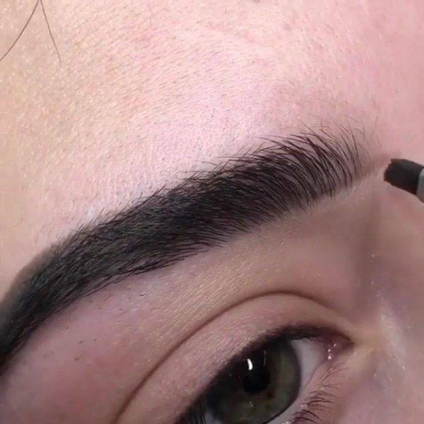 Correção das sobrancelhas, o resultado é super natural, confira!