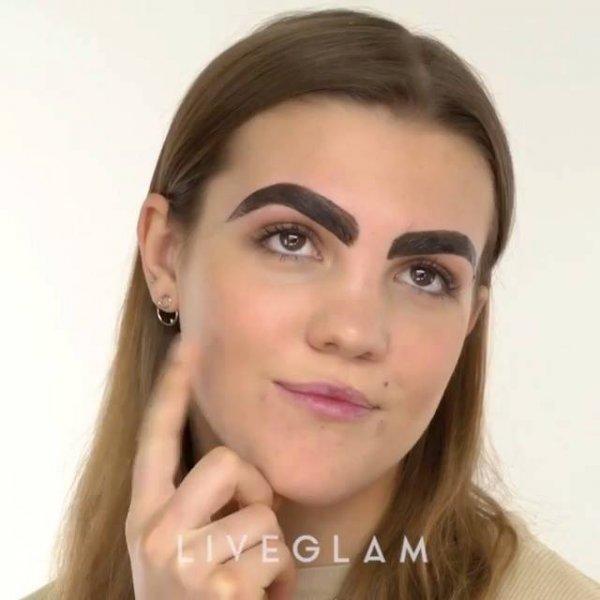 Fazendo sobrancelhas com cera e henna, olha só que linda que ficou!!!