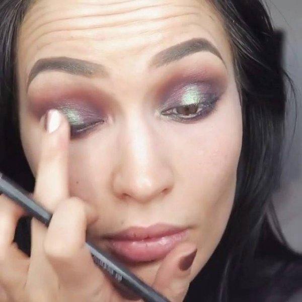 Inspiração de maquiagem com sobra marrom opaca, e sombra verde metálica!!!