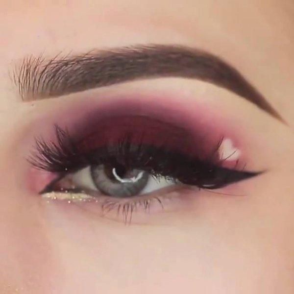 Inspiração de maquiagem para os olhos com detalhe de coração!!!