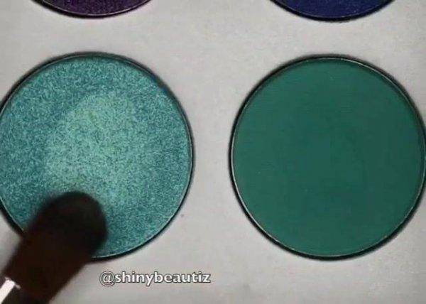 Maquiagem com esfumado marrom, e sombra verde água na pálpebra móvel!!!