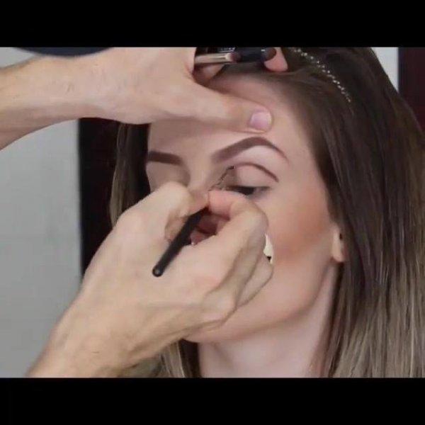 Maquiagem com estilo de sombra que é tendencia neste ano, confira!!!