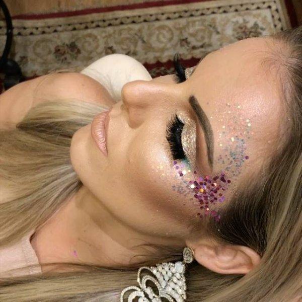 Maquiagem para curtir o carnaval, você vai se apaixonar pela make!