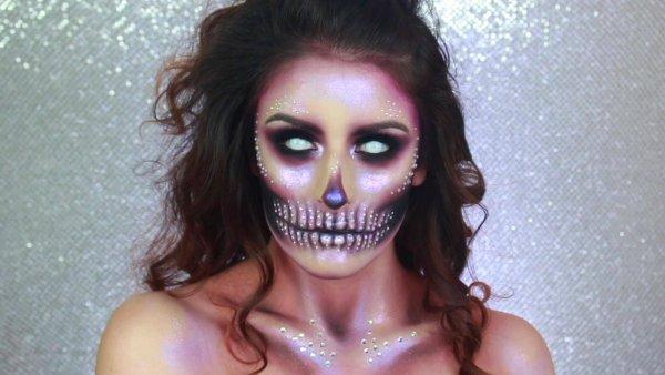 Maquiagem para o dia das bruxas, ficou muito legal o resultado!
