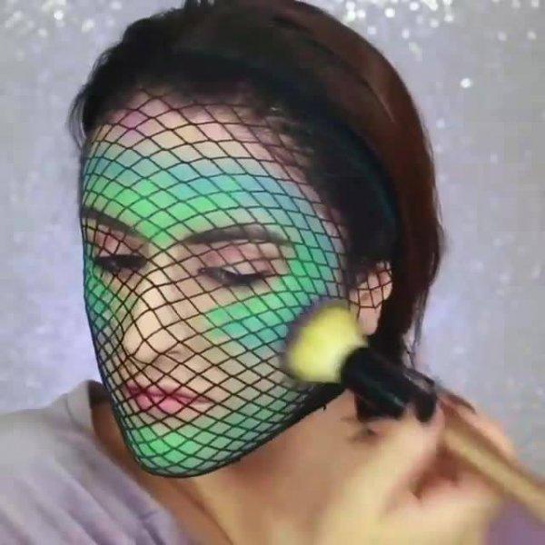 Maquiagem sereia fantasma, perfeita para curtir uma festa a fantasia!