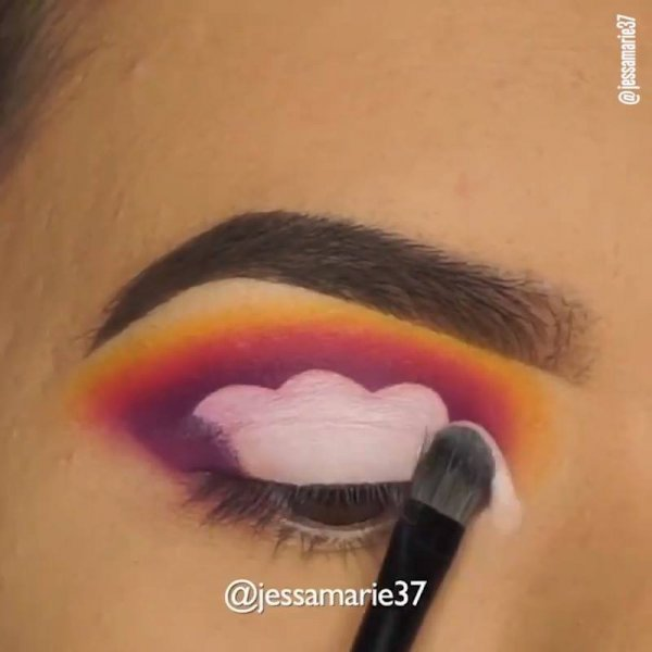 Maquiagens com sombras coloridas, é uma combinação mais linda que a outra!!!