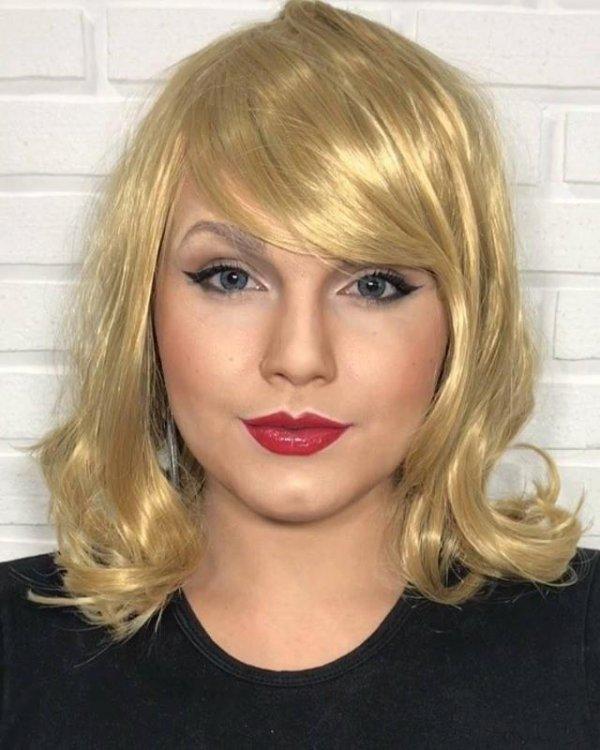 Mulher se transforma em cantora pop com maquiagem e peruca!