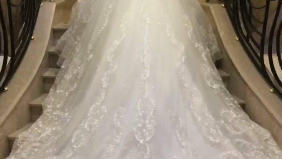 Vestido de noiva mais lindo que você já viu, compartilhe no Facebook!