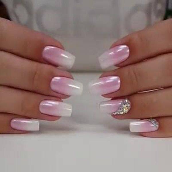 Vídeo com linda unha em degradê rosa e branco, com pó cromado perolado!!!