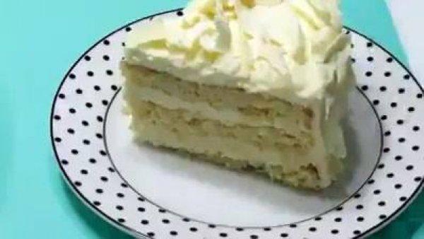 Aprenda a montar um bolo de aniversário de um jeito bem simples!