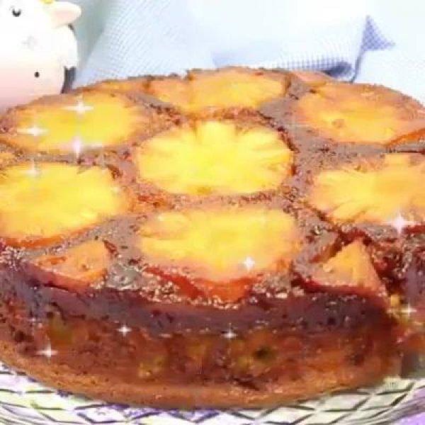 Bolo de Abacaxi com frutas, que ideia sensacional, confira!