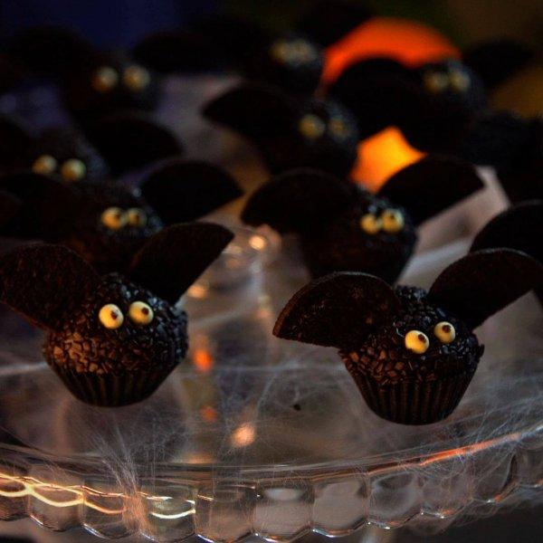 Brigadeiros de Morcegos, para enfeitar sua festa de Halloween!