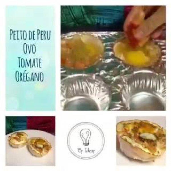 Cestinhas de peito de peru, com recheio de ovo, tomate e orégano!