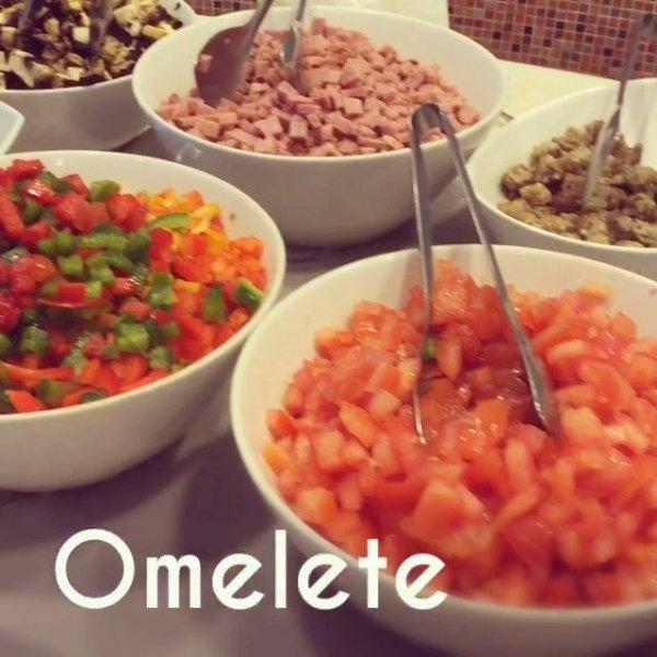 Como fazer omelete com queijo e tomates de uma maneira bem simples!