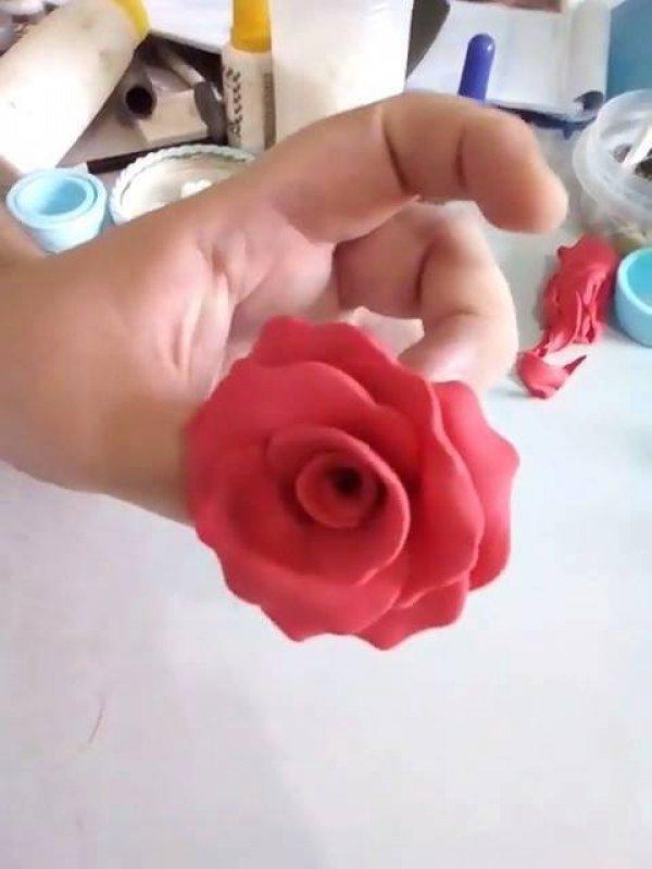 Como fazer uma rosa com pasta americana, ideal para enfeitar bolos e Cupcakes!