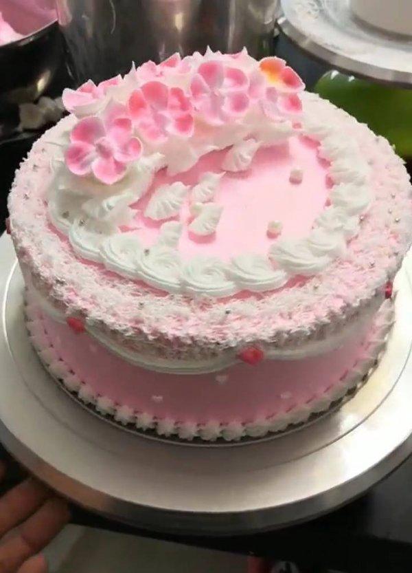 Criatividade na hora de decorar bolos, vale a pena conferir!