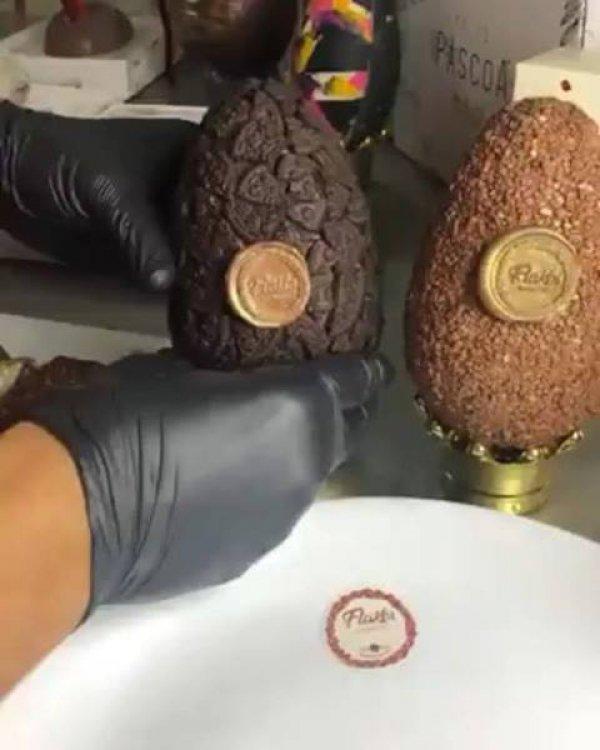Imagens de um ovo de páscoa recheado, mais um que vai te dar água na boca!